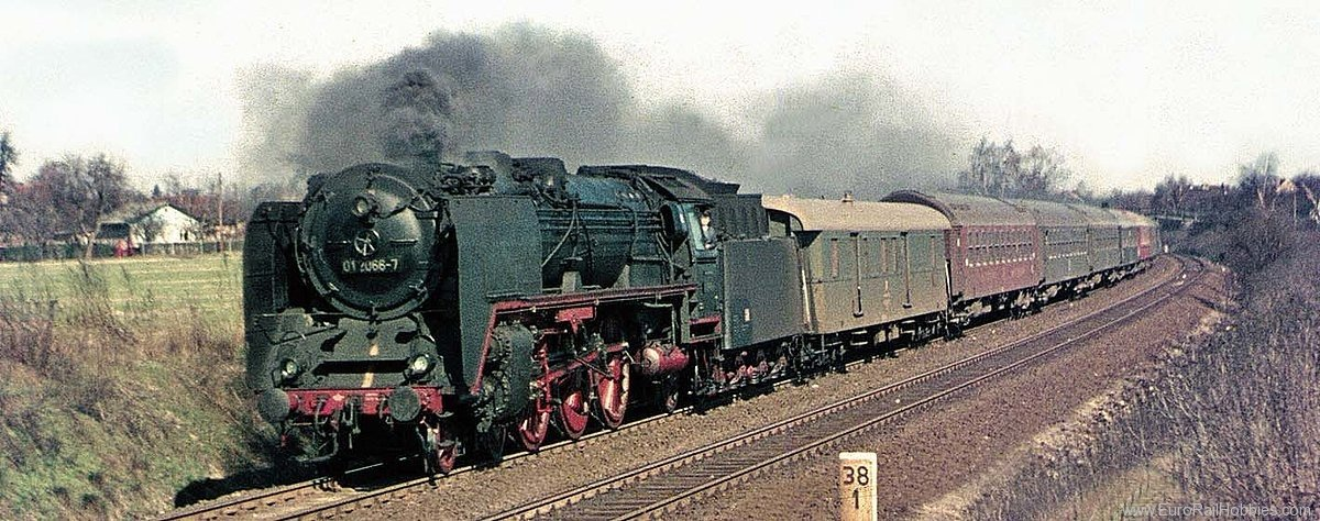 Brawa 40912 Steam Locomotive BR 01 DR (DC Analog Basic Pl