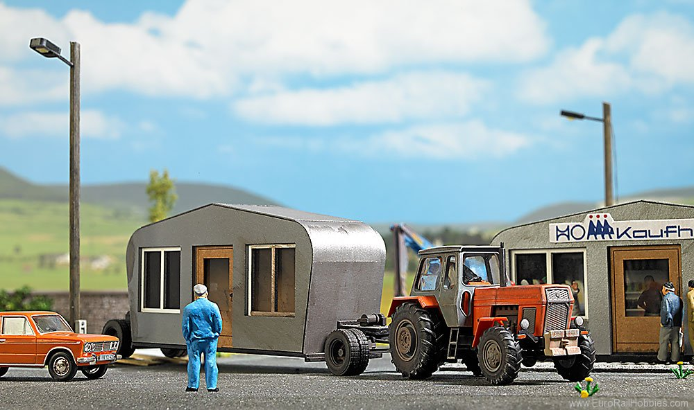 Busch 1407 Transport Trailer with Telescoping Building