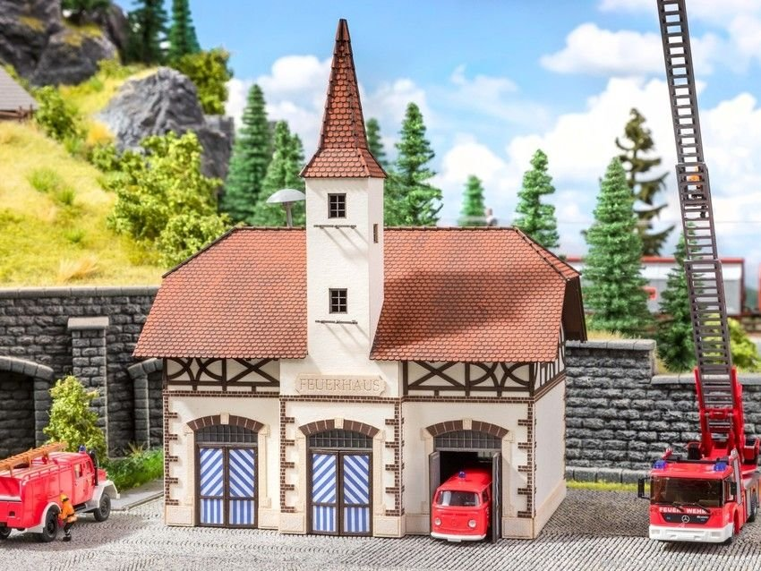 Noch 66380 Fire Station with micro-sound Siren