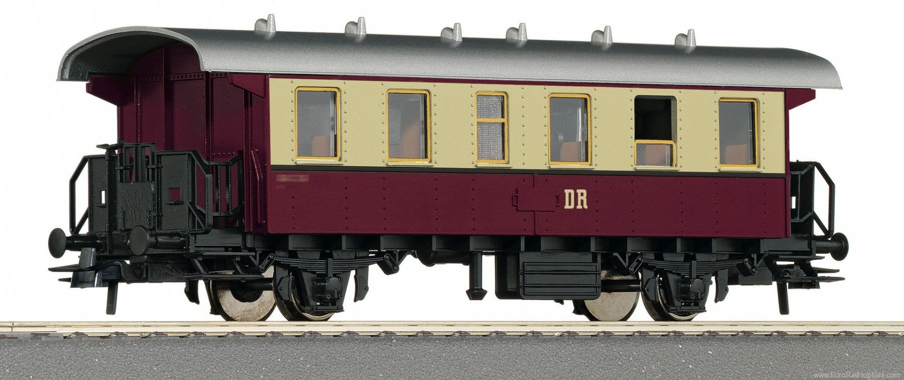 Roco 54334 2nd class passenger carriage, DR