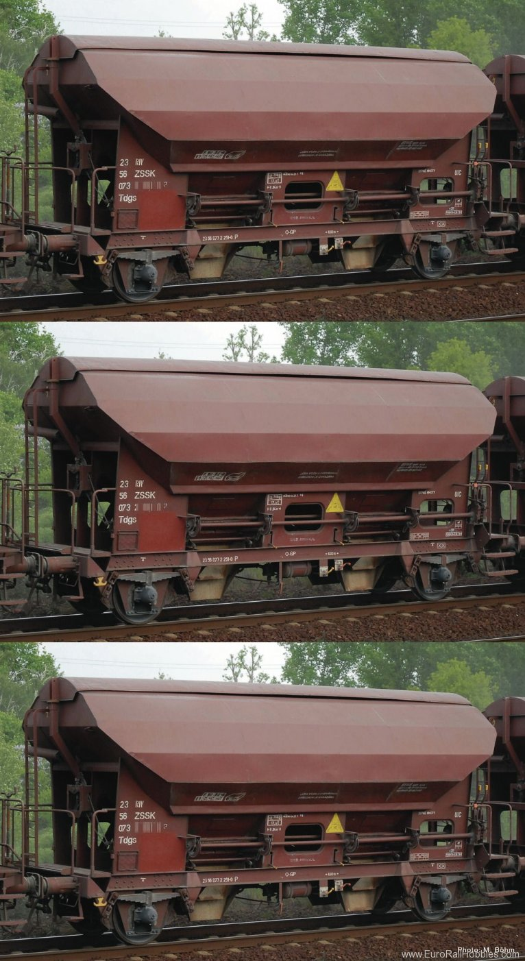 Roco 76177 3 piece set swing roof wagons, ZSSK