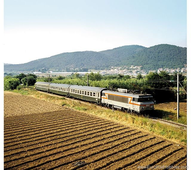 Minitrix 15502 SNCF Nizza – Paris Express Train Passeng